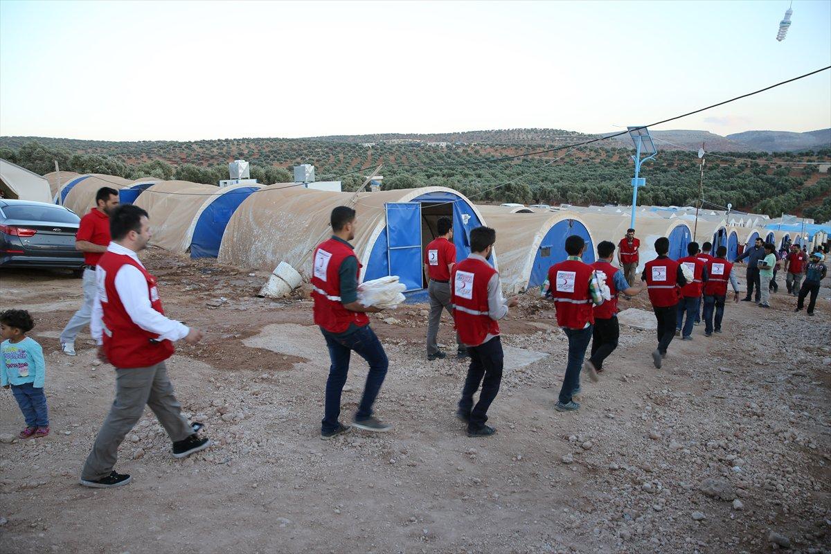 صورة 40 ألف شاحنة مساعدات تركية دخلت سوريا منذ 2011