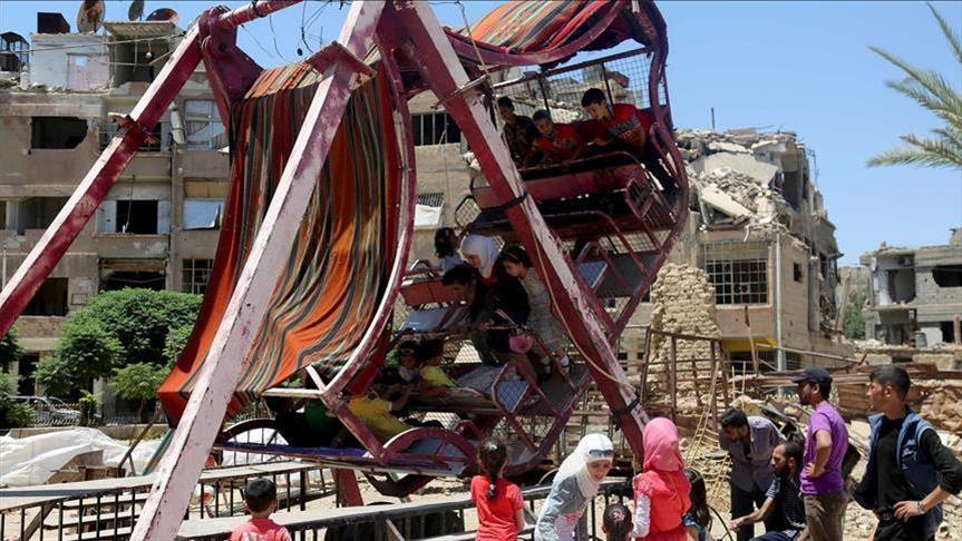صورة أطفال دوما السورية.. فرحة العيد تتحدّى الدمار
