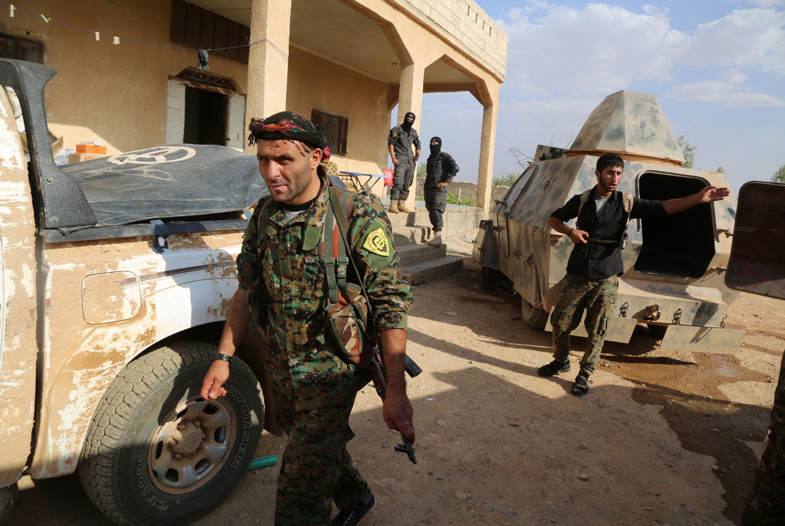صورة 130 شاحنة أسلحة أمريكية للأكراد خلال 10 أيام
