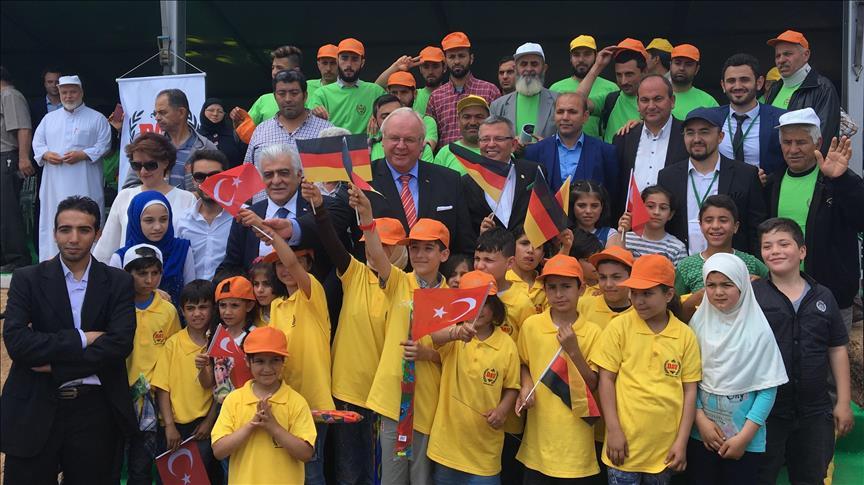 """صورة في تركيا..""""شتلة"""" لكل سوري"""