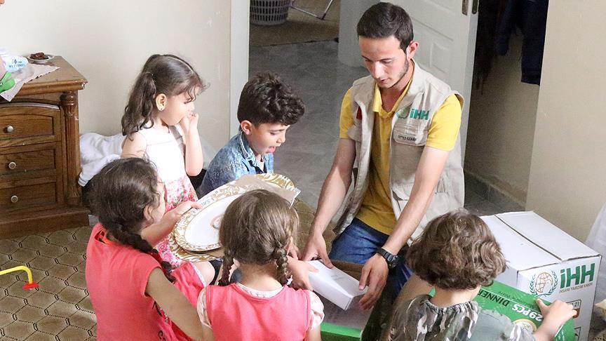 """صورة مساعدات غذائية تركية للاجئين في """"كلس"""""""