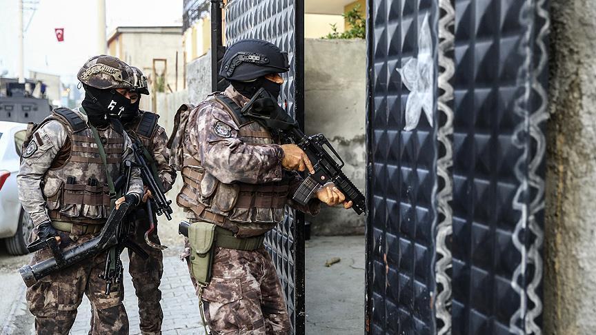 """صورة اعتقال 11 شخصا بـ""""عينتاب"""" التركية يشتبه بانتمائهم لـ""""داعش"""""""