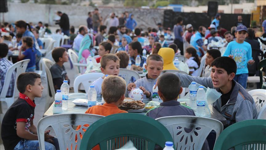 صورة الديانة التركي: مأدبة إفطار لـ 1500 شخص بإدلب