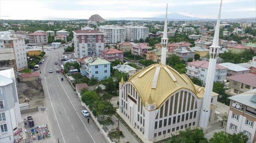 صورة مسجد تركي يحتضن العمارة العثمانية والسلجوقية والعربية