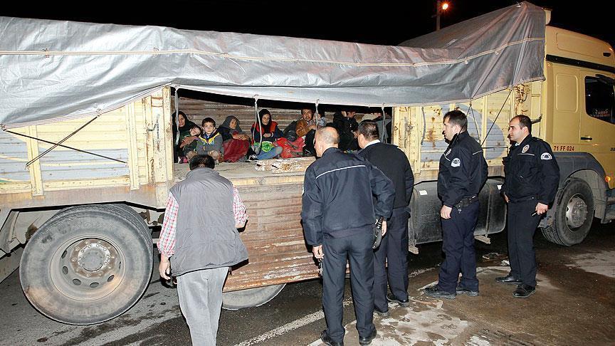 صورة بينهم سوريون..تركيا تضبط 19 لاجئا حاولوا العبور نحو أوروبا