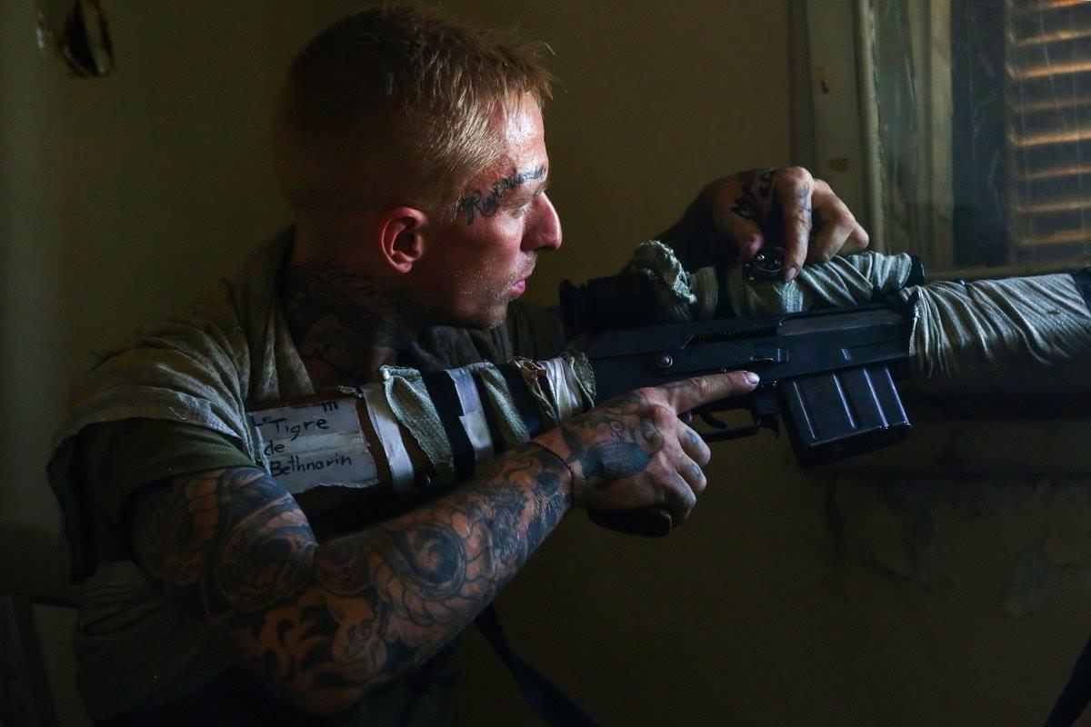 """صورة صور..مقاتلون أمريكيون وبريطانيون ضمن """"قسد"""""""