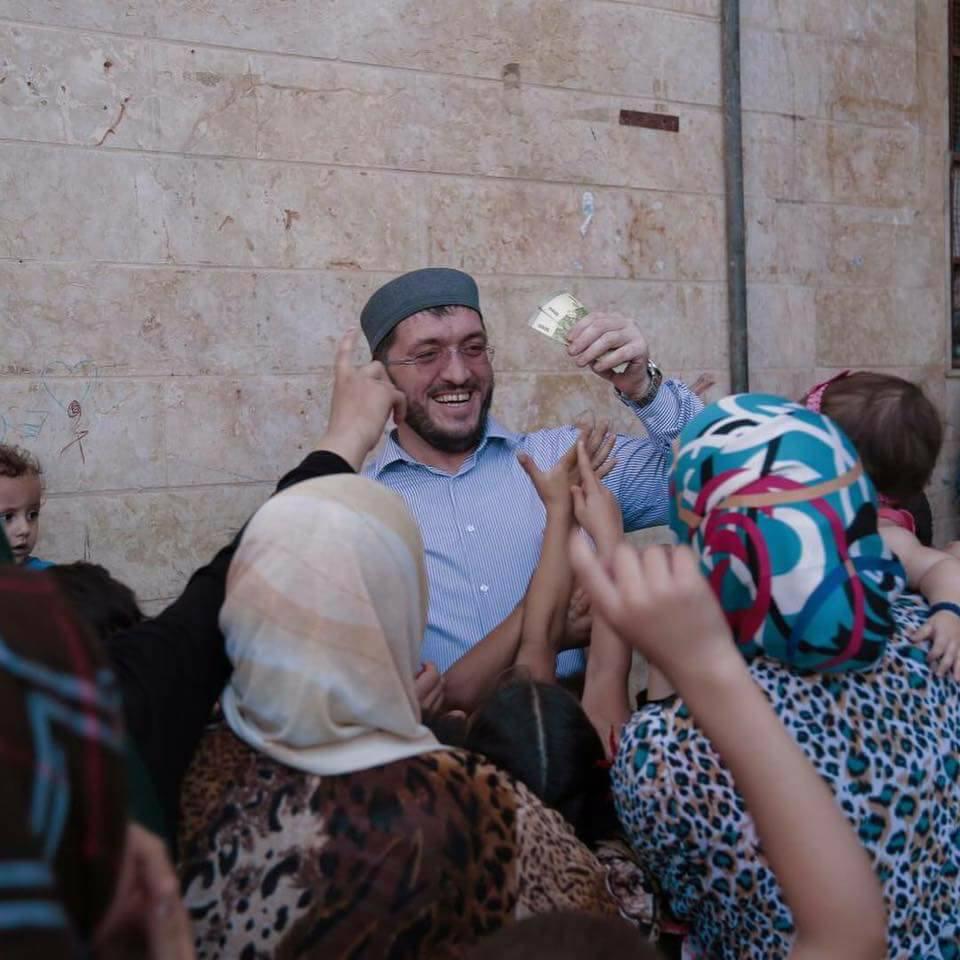 صورة نائب مفتي داغستان يهين فقراء سوريين
