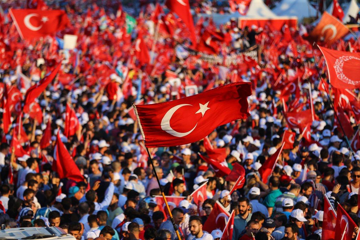 صورة بالصور..الأتراك يحيون ذكرى هزيمة الانقلاب