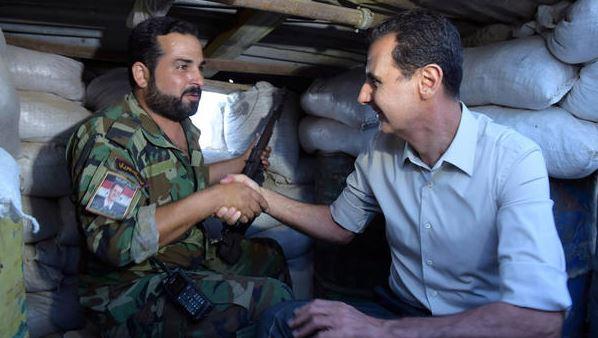 """صورة عنصر للأسد يتوسل الروس: نعيش كـ """"الكلاب"""""""