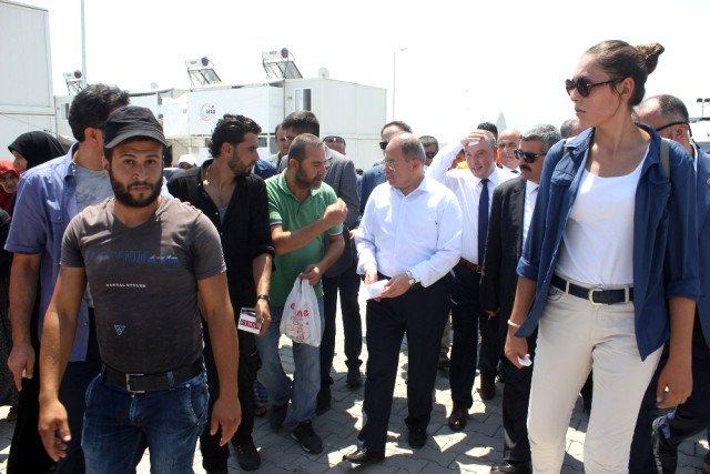 صورة نائب يلدريم: السوريون ضيوف فوق رؤوسنا