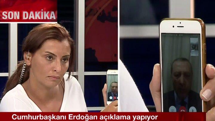 صورة المذيعة التي أحبطت الانقلاب بمكالمة أردوغان: هاتفي ليس للبيع