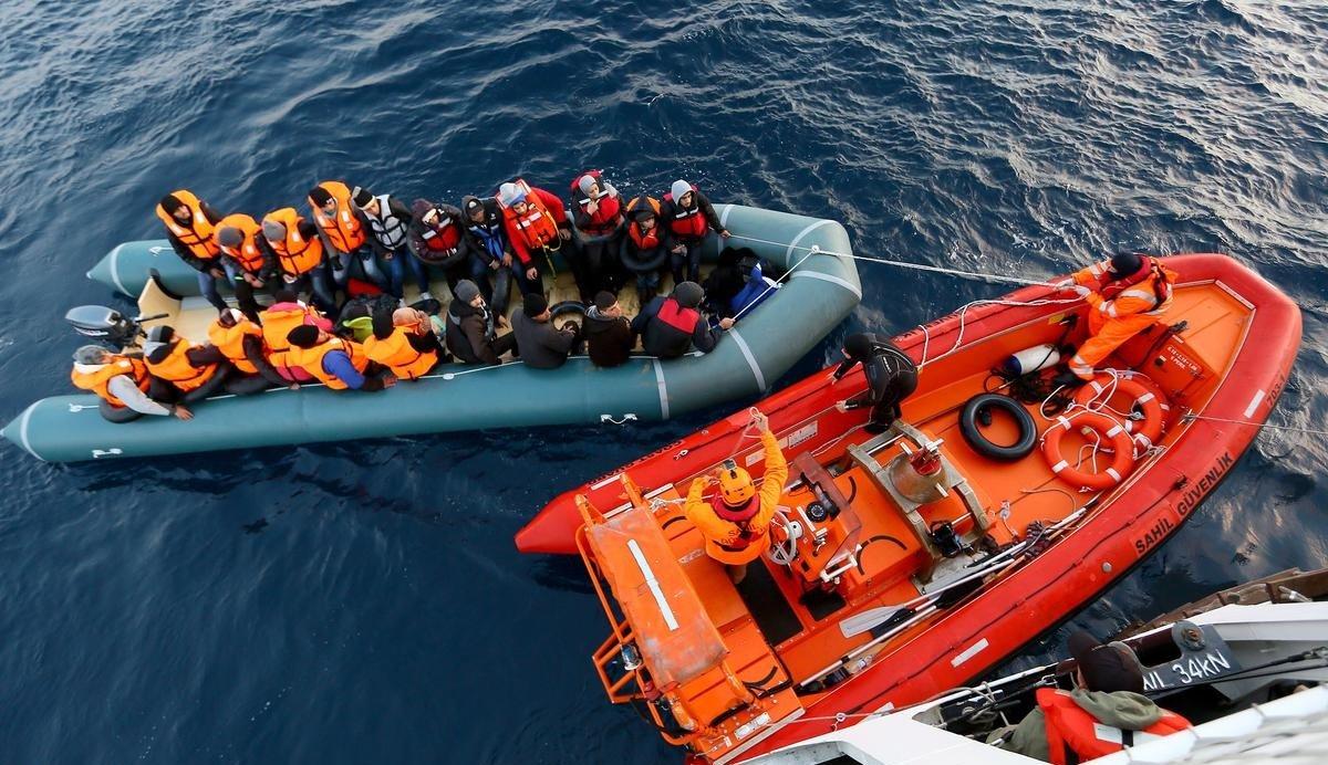صورة خفر السواحل التركي ينقذ 113 سوري بينهم 34 طفل