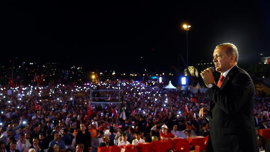 صورة أردوغان: قدمنا ليلة الانقلاب 250 شهيدًا وكسبنا مستقبل البلاد