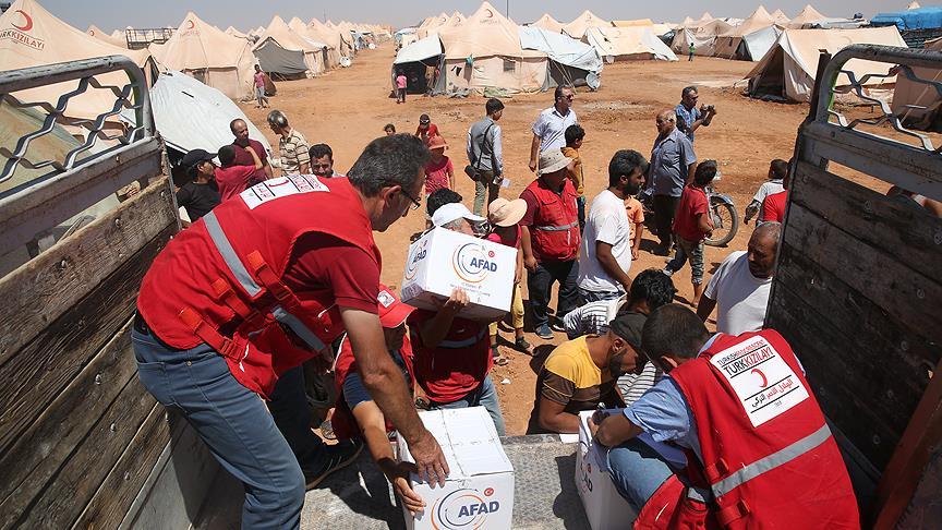صورة مساعدات تركية لمهجري الوعر في جرابلس