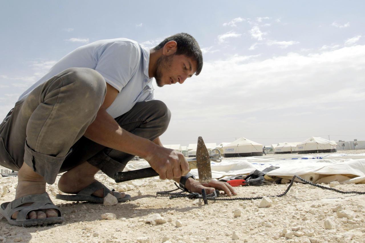 صورة الأردن يمنح العمال السوريين تصاريح عمل