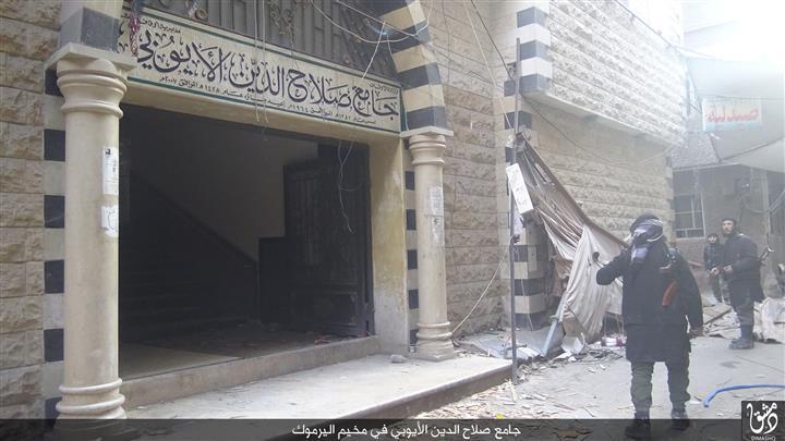 """صورة تنظيم الدولة يفرض """"إقامة جبرية"""" على ناشطين بمخيم اليرموك"""