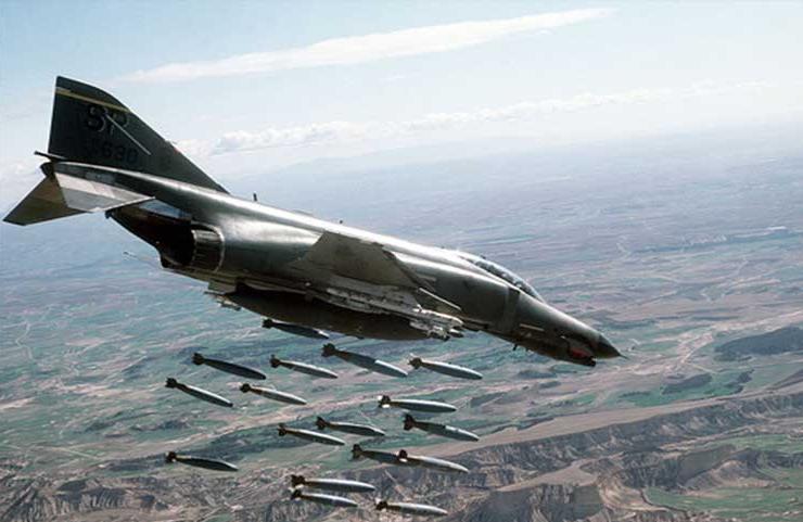 صورة مقتل وإصابة 70 بقصف أمريكي لميليشيا شيعية على الحدود العراقية السورية