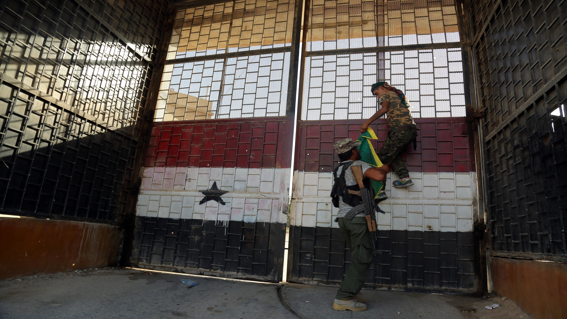 صورة خلال شهر..الأسد اعتقل 61 سيدة و22 طفل