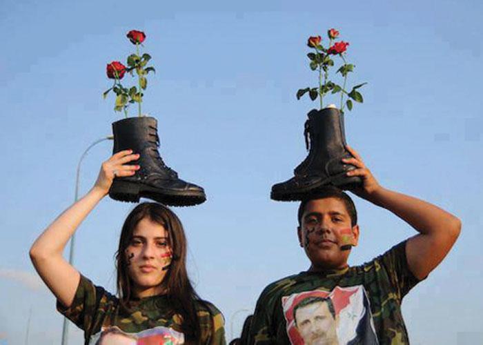 """صورة نظام الأسد: على العائدين تقبيل """"بسطار العسكري"""""""