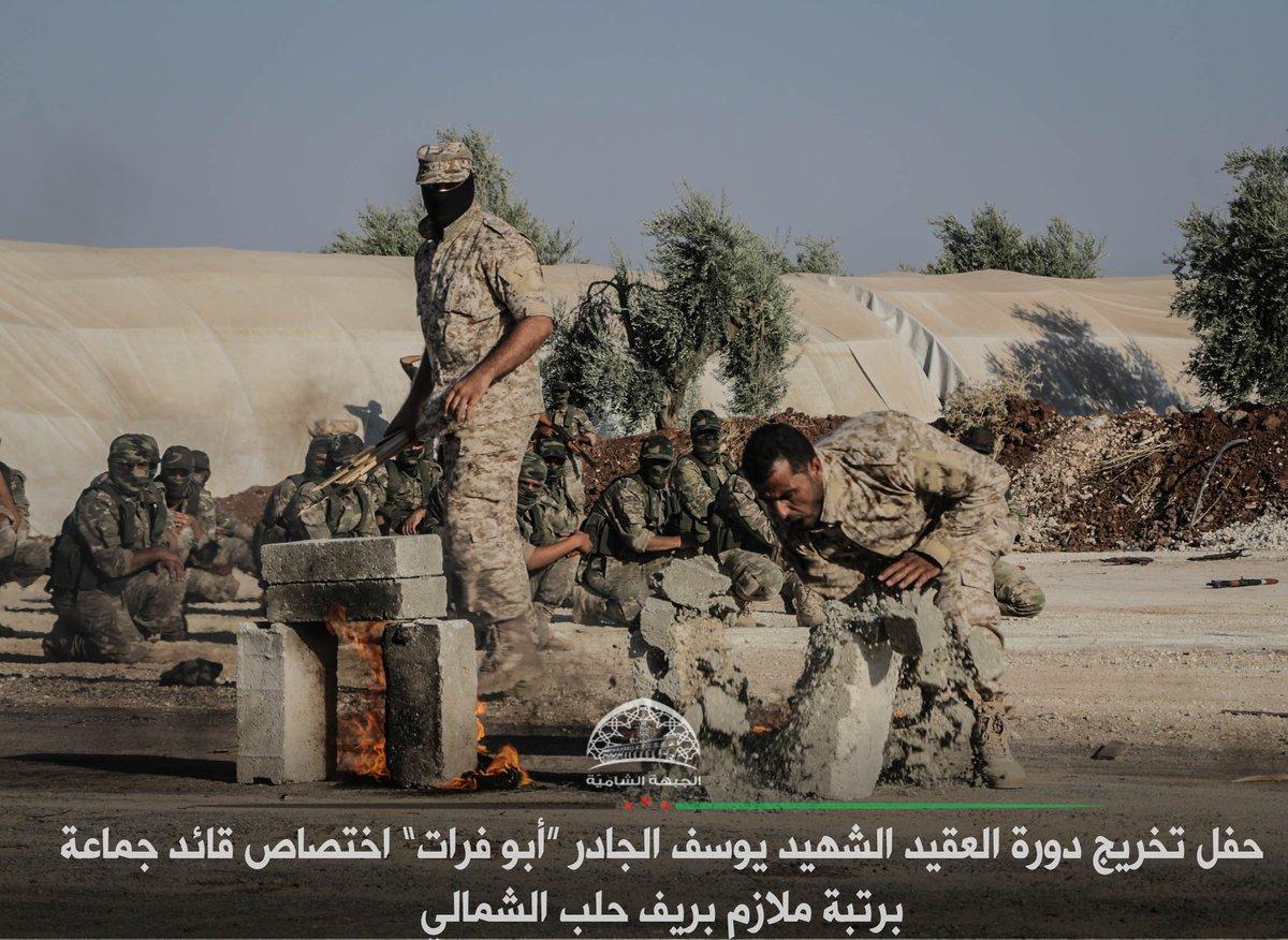 صورة تخريج 200 ضابط من الجيش الحر
