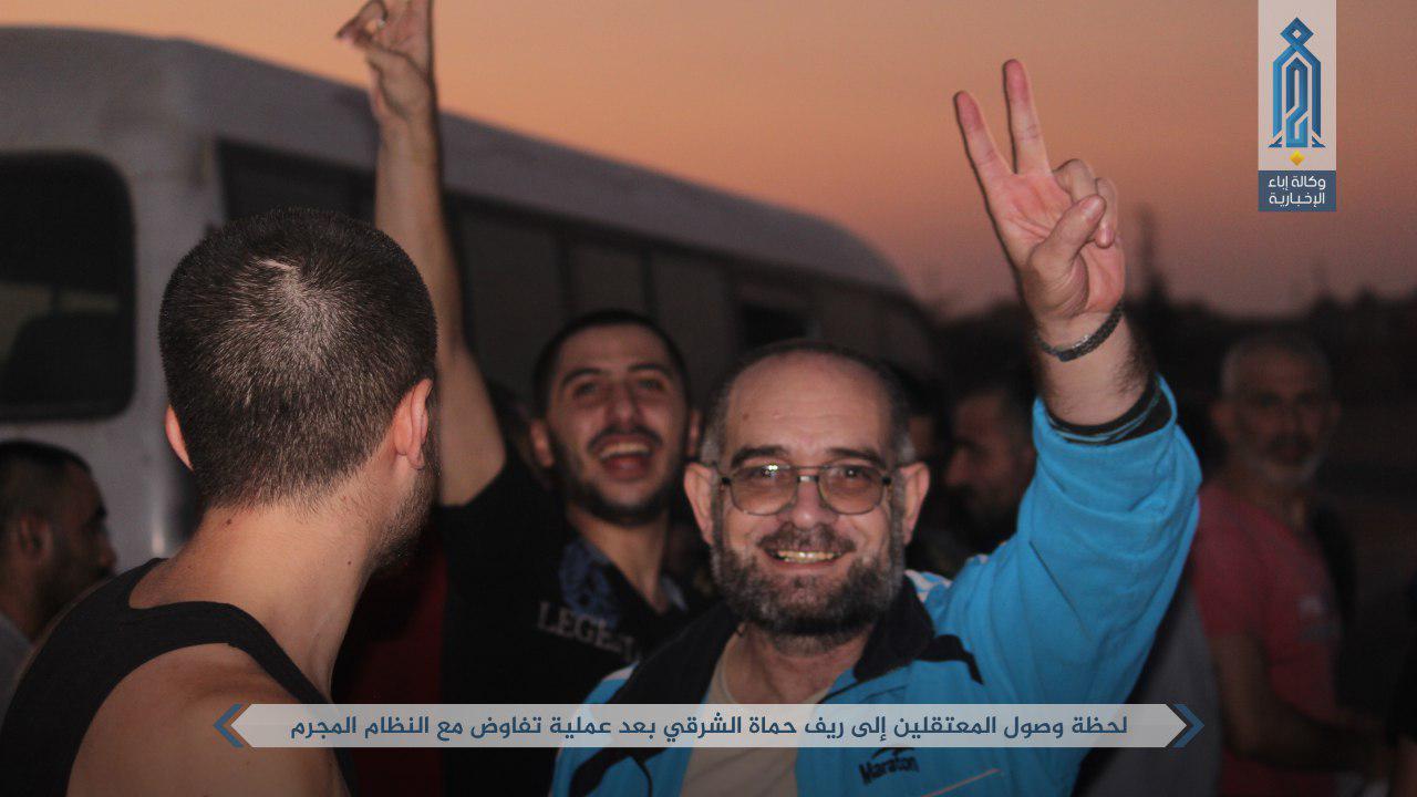 صورة الأسد يفرج عن 104 معتقل بموجب اتفاق
