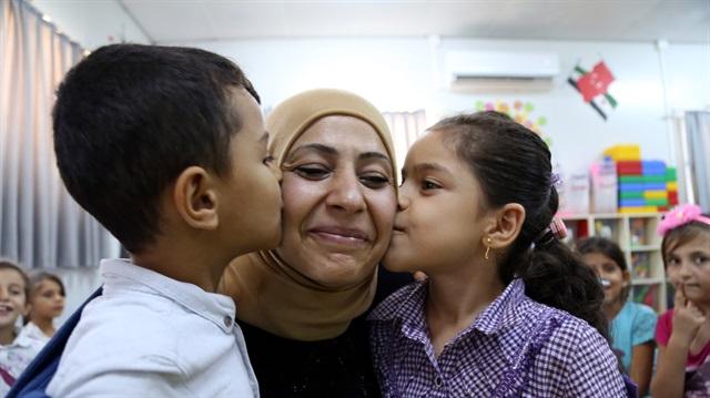 """صورة هل سمعتم بـ """"أم اليتامى""""؟..سيدة سورية ترعى 300 طفل"""