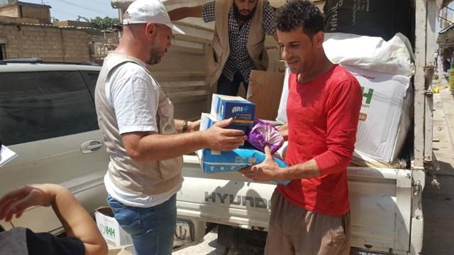 صورة في الشمال السوري..مساعدات تركية للاجئين عراقيين