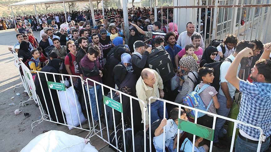 صورة تركيا.. 15 ألف لاجئ يدخلون سوريا لقضاء عيد الأضحى