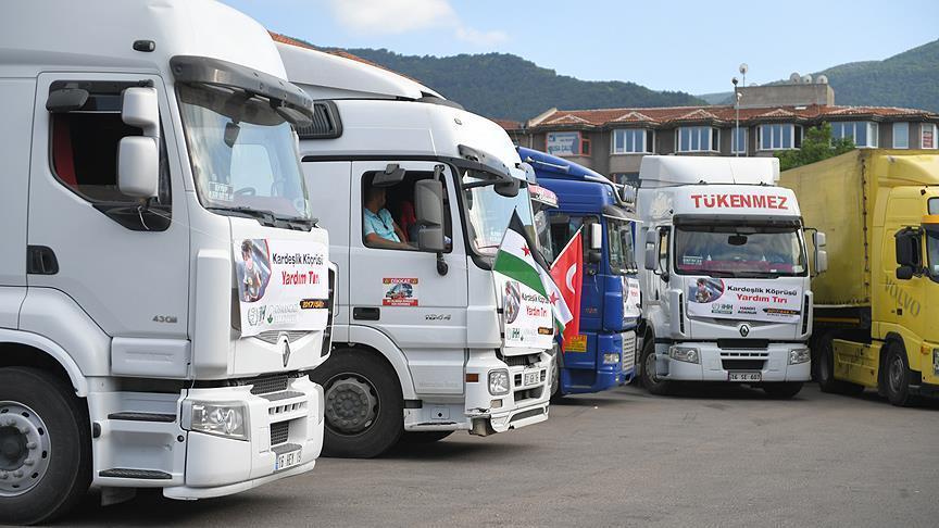 صورة تركيا ترسل 10 شاحنات مساعدات إلى سوريا