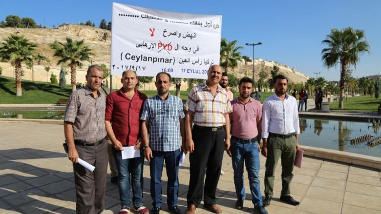 """صورة سوريون بتركيا ينددون بممارسات """"ب ي د"""" القمعية"""