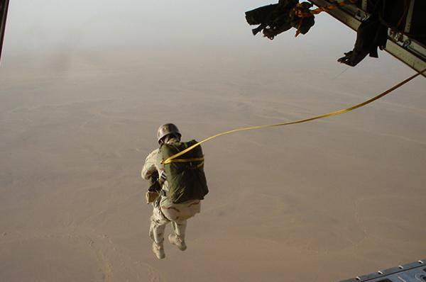 صورة وكالة: واشنطن أجلت 20 قياديا من تنظيم الدولة بدير الزور