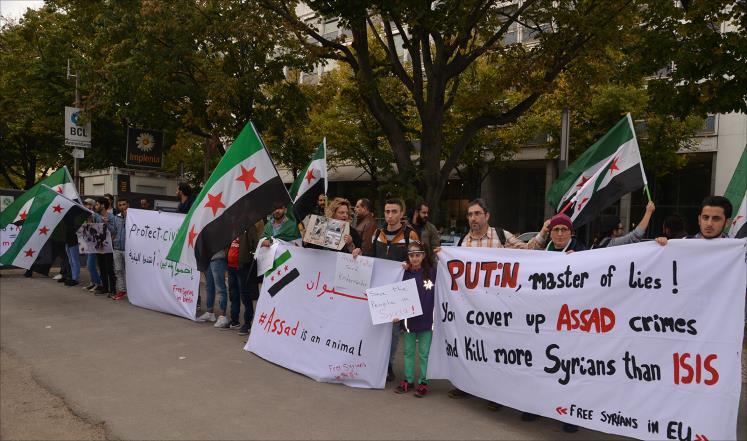 """صورة سوريون يتظاهرون ضد """"الإرهاب الروسي"""" بإدلب"""
