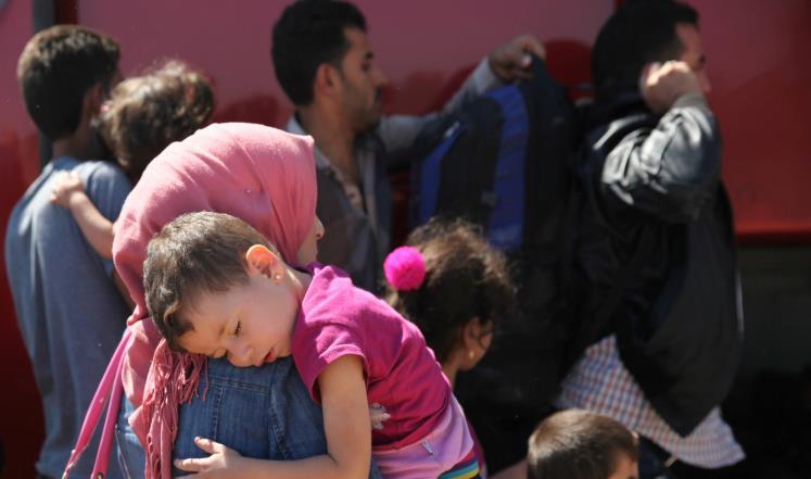 صورة إنقاذ 305 لاجئ سوري من الموت