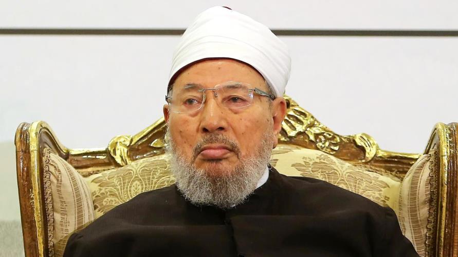 صورة منظمة حقوقية اتهمت الإمارات بإدراج اسمه..الانتربول يحذف اسم القرضاوي من المطلوبين