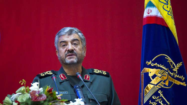 صورة الحرس الثوري: الأسد يدافع عن الثورة الإيرانية