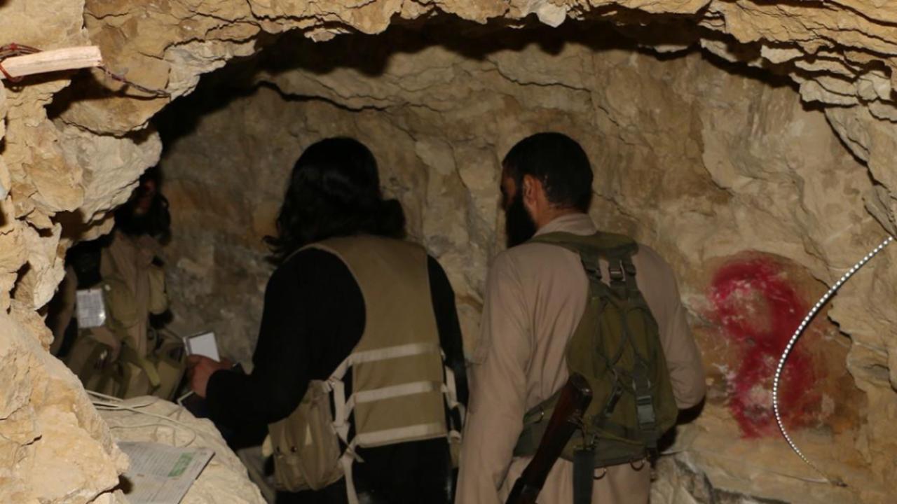 """صورة من الموصل..مقاتلون لـ""""الدولة"""" يصلون درعا"""