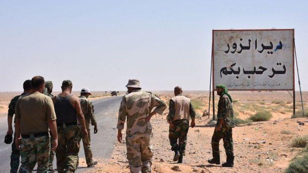 صورة مقتل 20 عراقي وسوري بدير الزور..تنظيم الدولة اعتقلهم والتحالف قصفهم