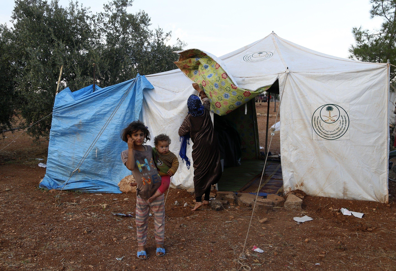 صورة أوضاع إنسانية صعبة للنازحين من حماة إلى إدلب