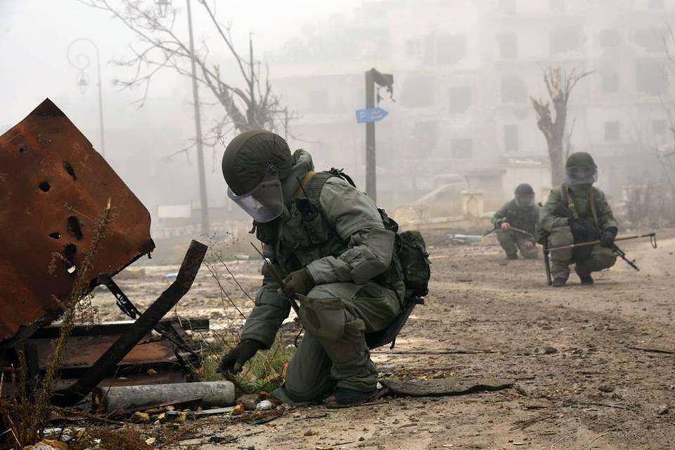 صورة موسكو ترسل فرق مكافحة ألغام إلى دير الزور