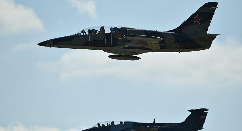 صورة الأسد يستخدم طائرات تدريبية لضرب المدن