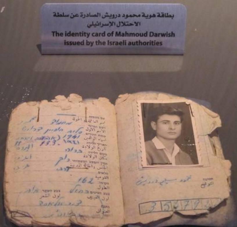 صورة السطو على منزل الشاعر الراحل محمود درويش وسرقة مخطوطات شخصية