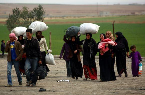 صورة مدنيون عالقون في الرقة تحولوا إلى دروع بشرية للتنظيم