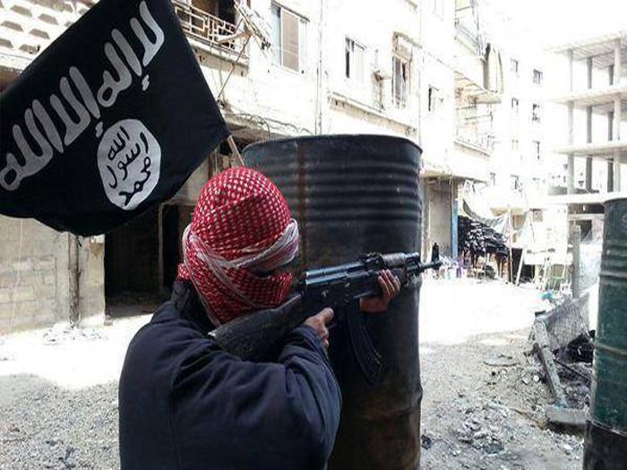 صورة مجموعات من تنظيم الدولة تغادر الحجر الأسود بدمشق