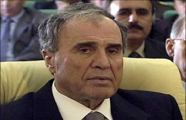 صورة غازي كنعان..انتحر بيده أم بيد الأسد؟