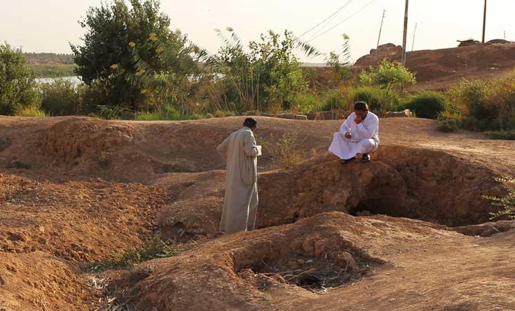 """صورة مقاتلون حلموا بدولة """"الخلافة"""" وانتهوا بمقابر عشوائية في العراق وسوريا"""