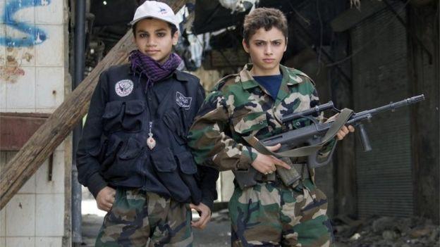 صورة إيران تجند أطفالا أفغانا للقتال بسوريا