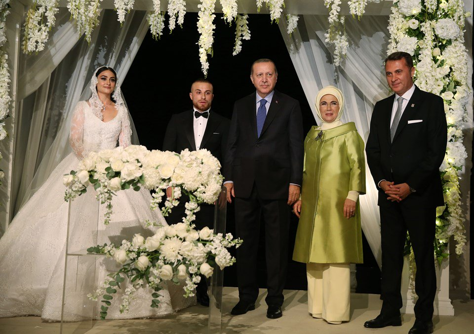 """صورة أردوغان يعقد قِرَان """"حليمة سلطان"""" بطلة مسلسل """"أرطغرل"""""""