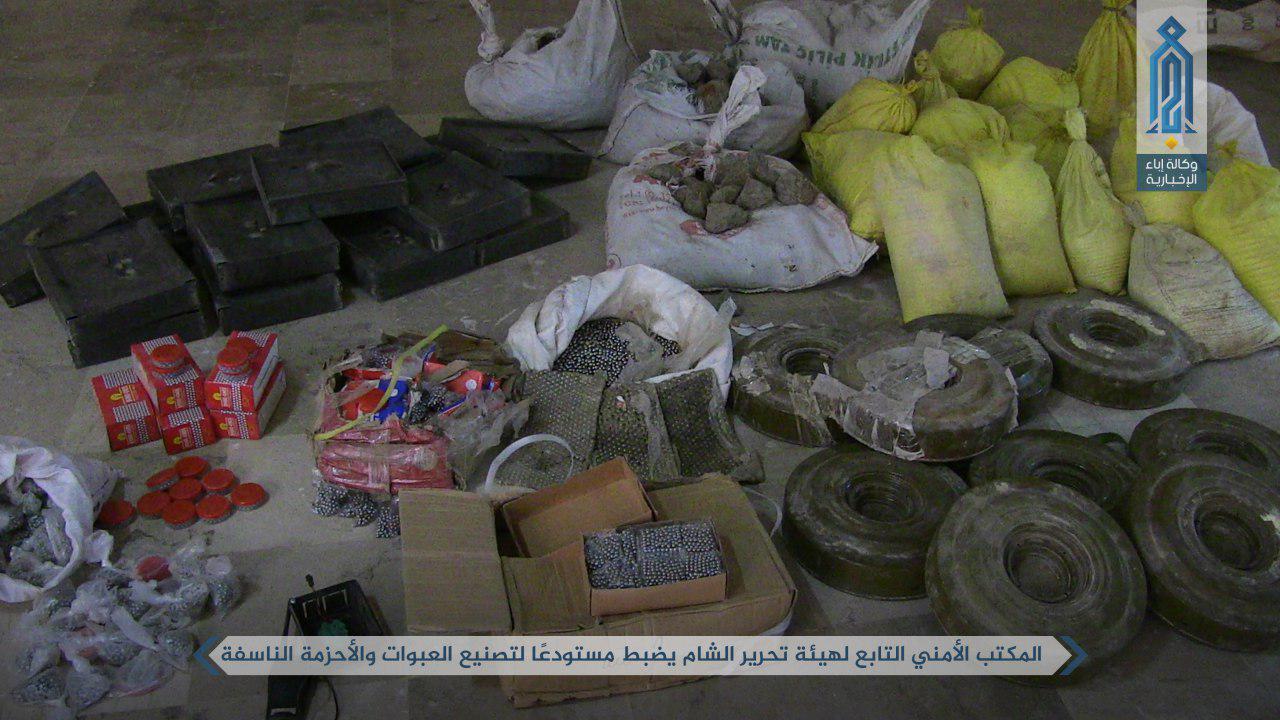 صورة ضبط مصنع للعبوات والأحزمة الناسفة في إدلب