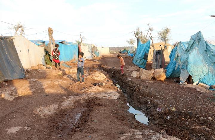 صورة الأمراض المعدية تهدد آلاف اللاجئين بإدلب