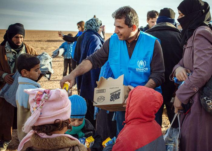صورة صحيفة: بريطانيا تجرد عمال إغاثة بسوريا من المواطنة
